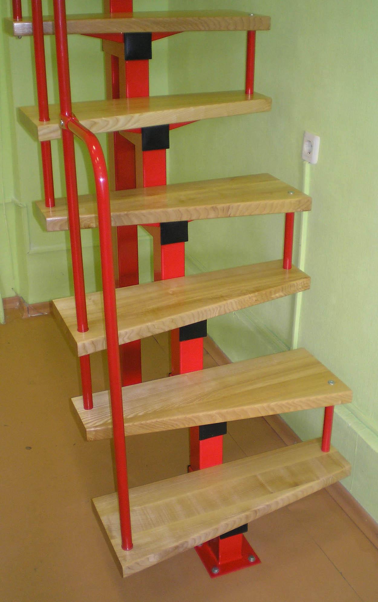 "Лестница ""гусиный шаг"" на металлическом каркасе"