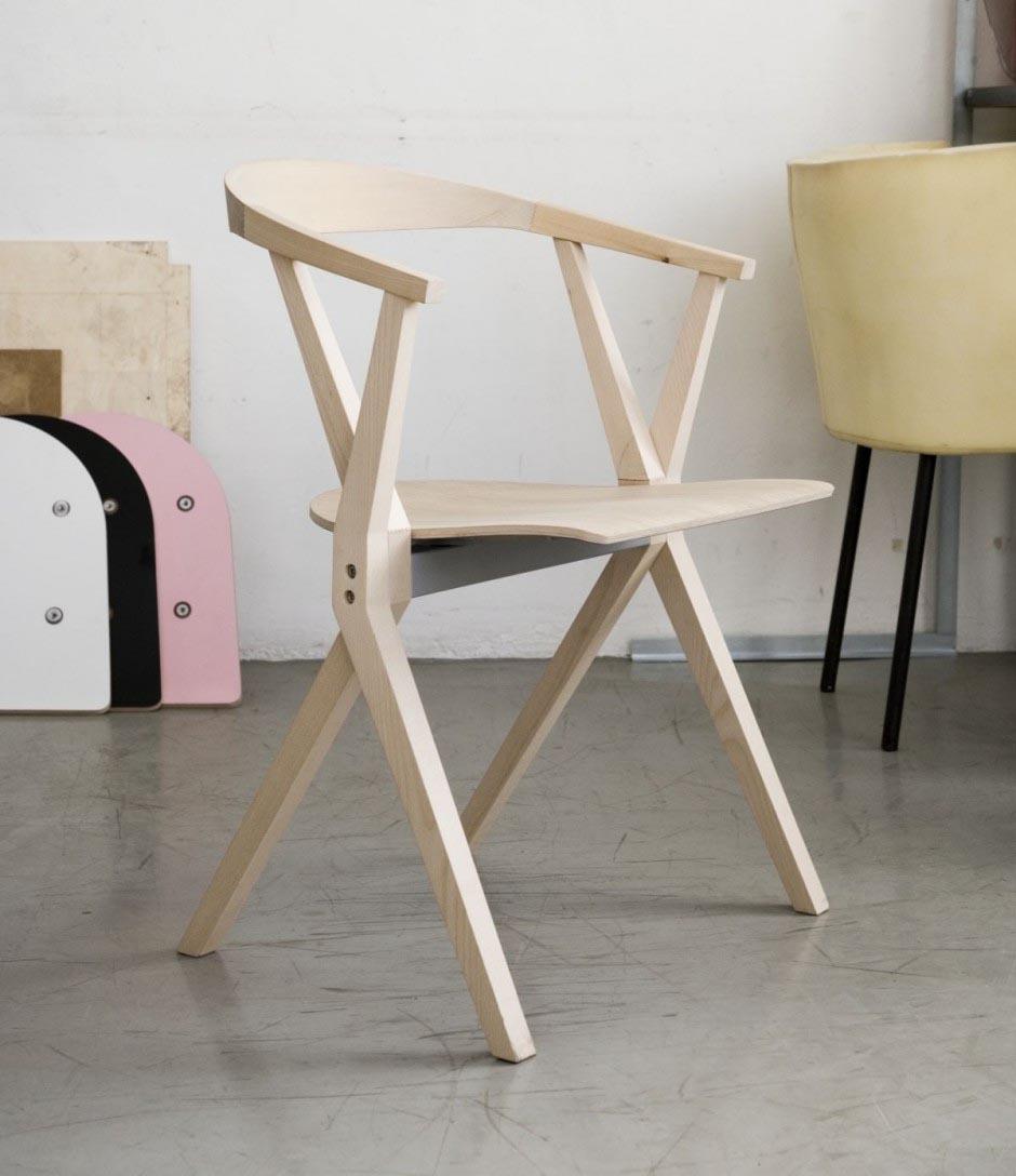 Складной стул в минималистичном дизайне