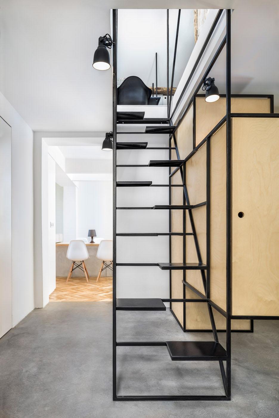 """Лестница """"гусиный шаг"""" в минималистском стиле"""