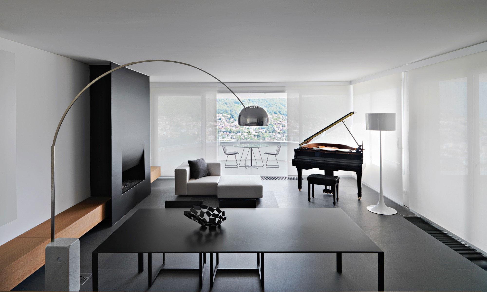 Пианино в минималистском интерьере