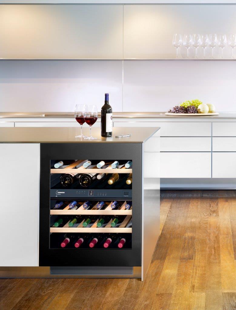 Шкаф для вина в минималистском стиле