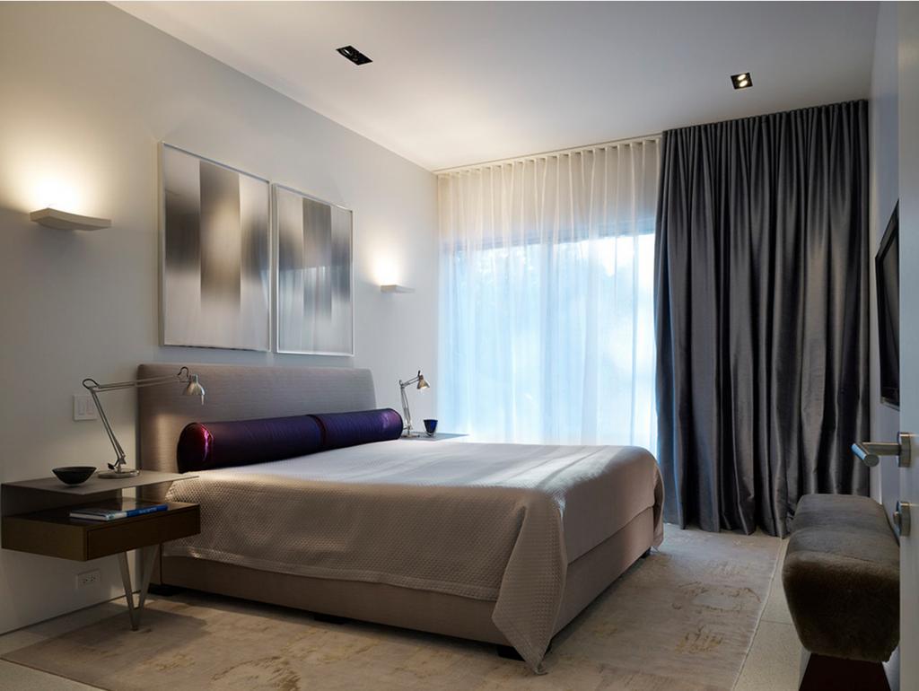 Тюль в спальне в минималистичном стиле