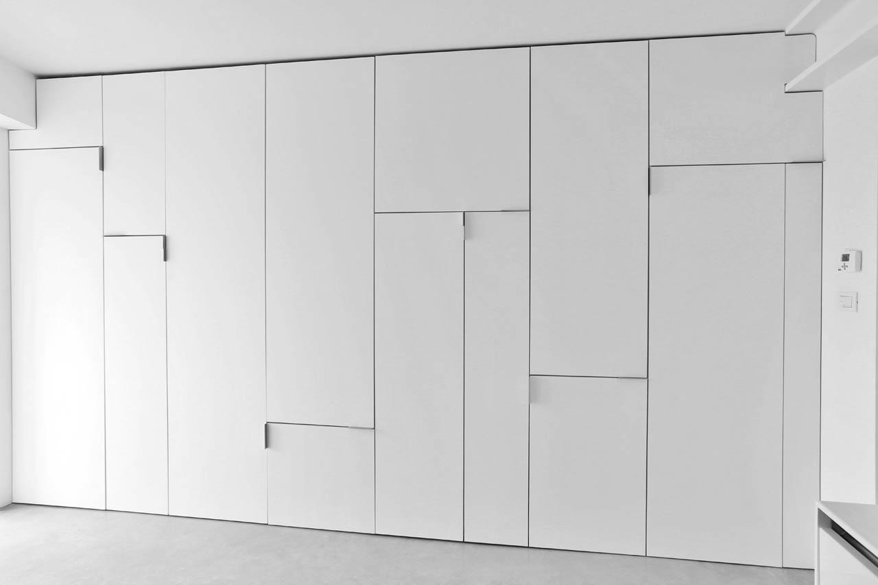 Двери в нишу в стиле минимализм