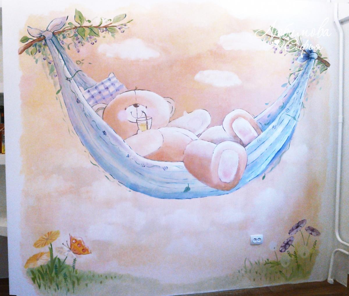 Рисунок мишки в интерьере детской