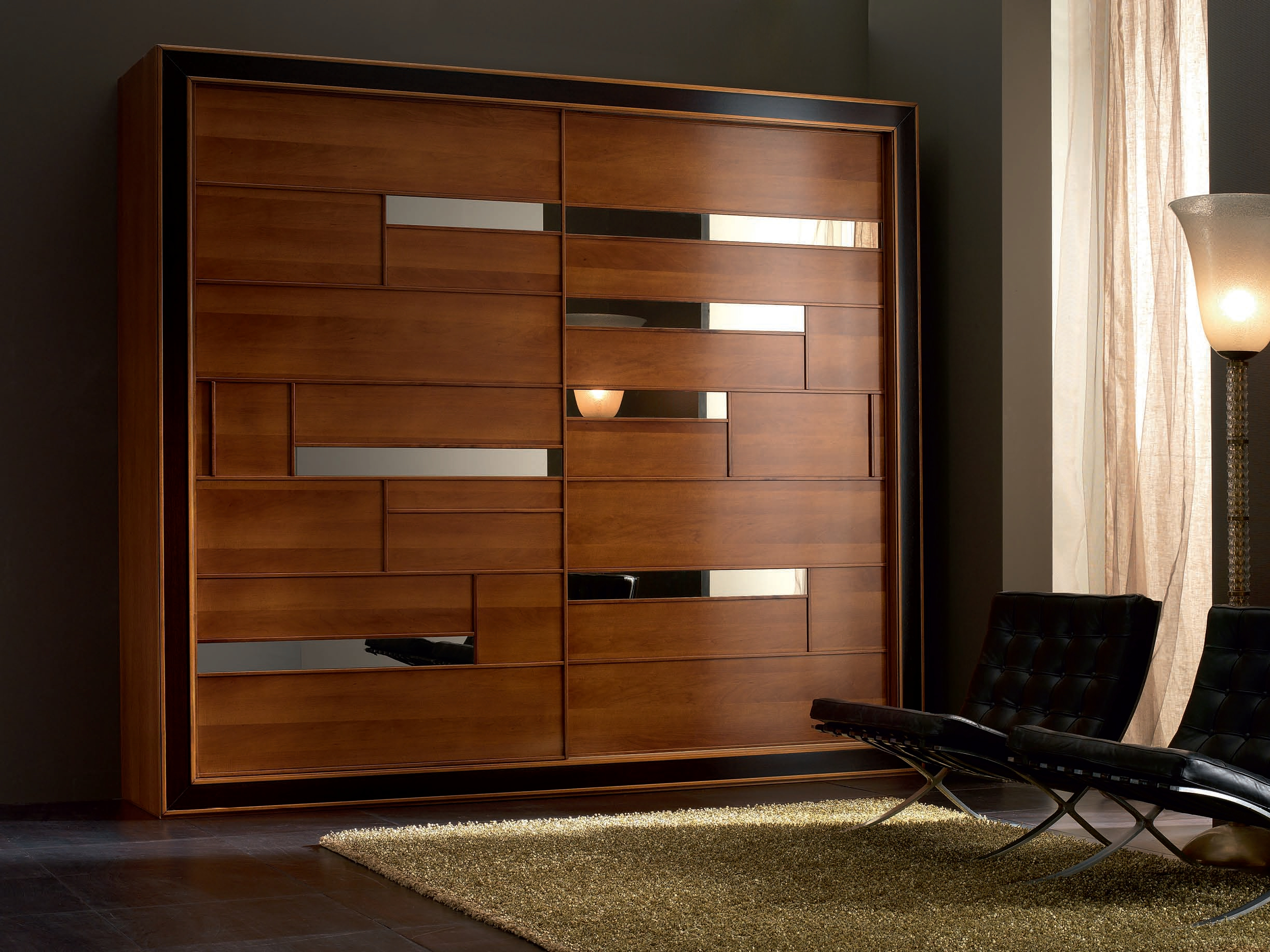 Шкаф из массива дерева в стиле модерн