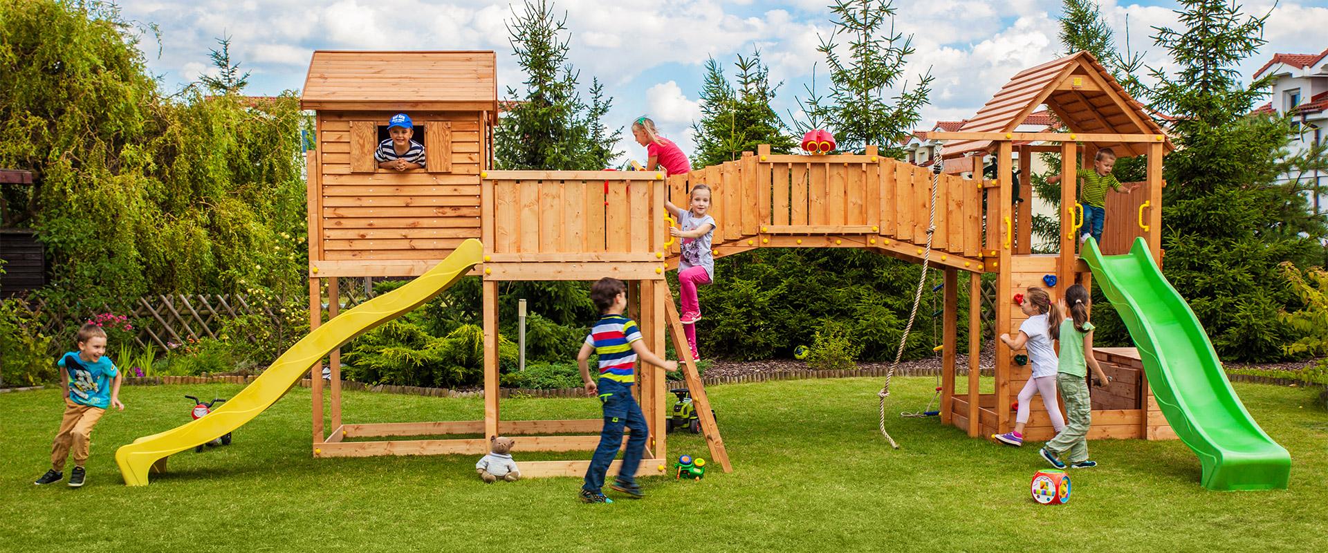 Детская игровая площадка с мостом