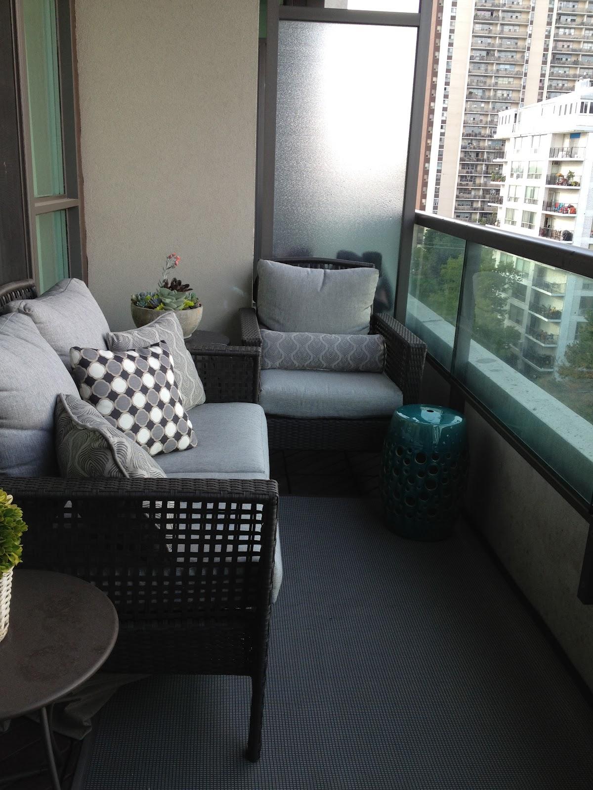 Мягкая балконная мебель