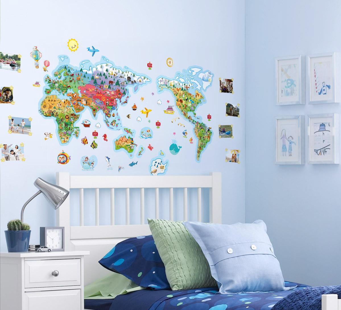 Карта-наклейка в интерьере детской