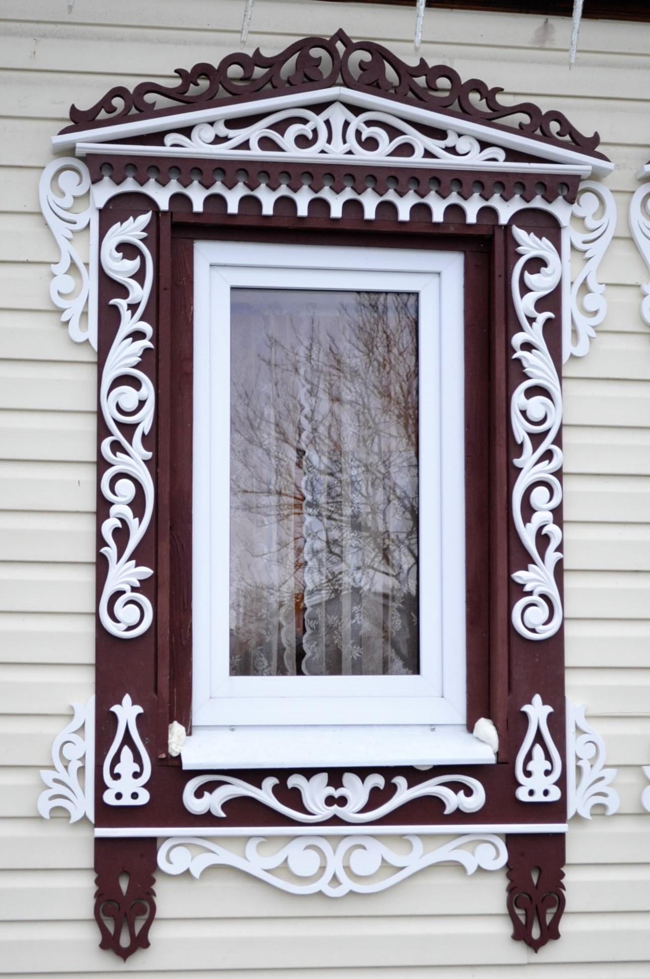 Резные наличники на окне