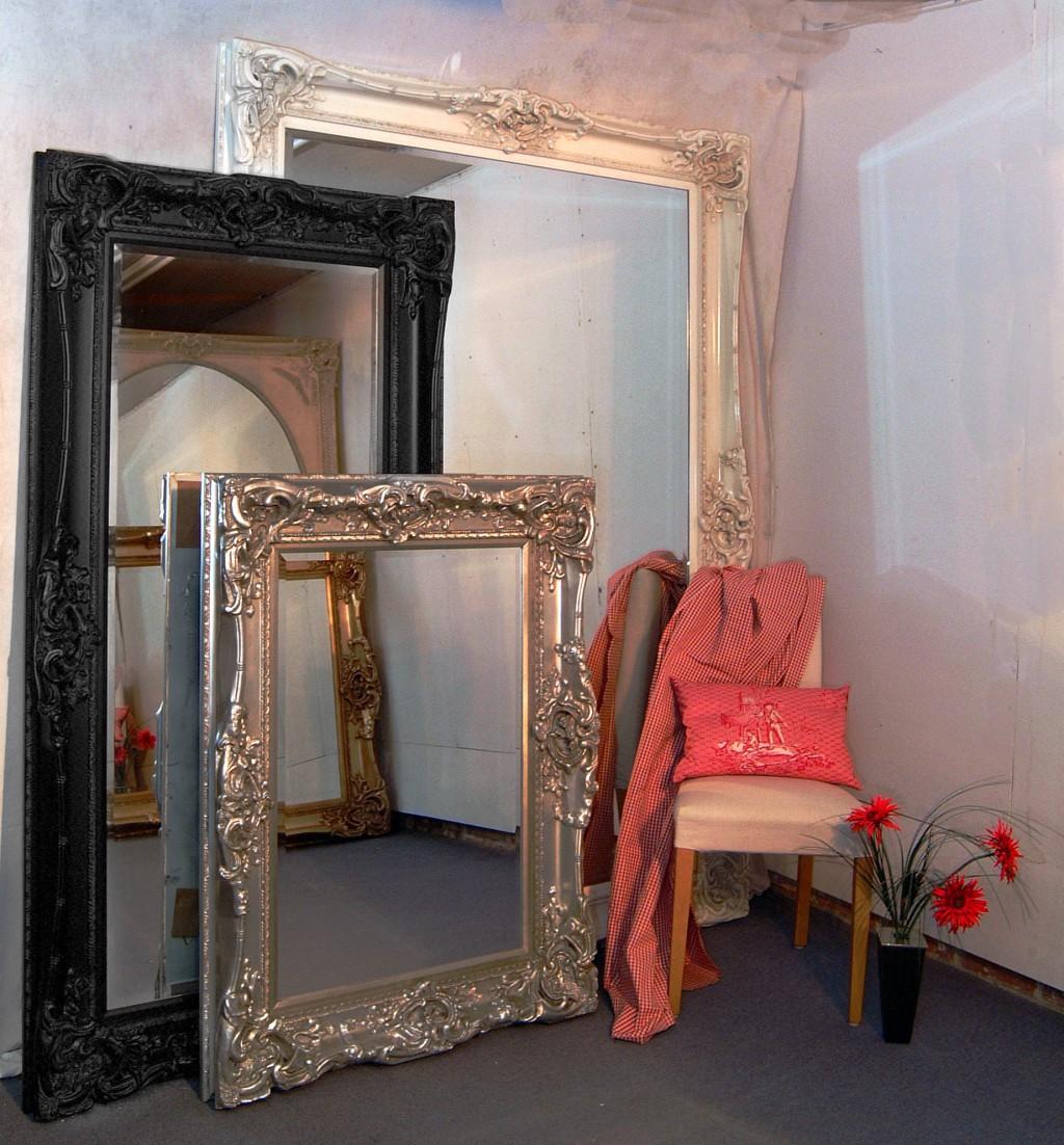 Напольные зеркала напротив друг друга