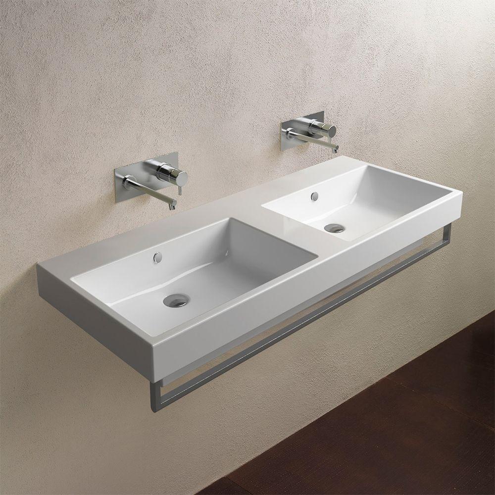 Настенная двойная раковина в ванной