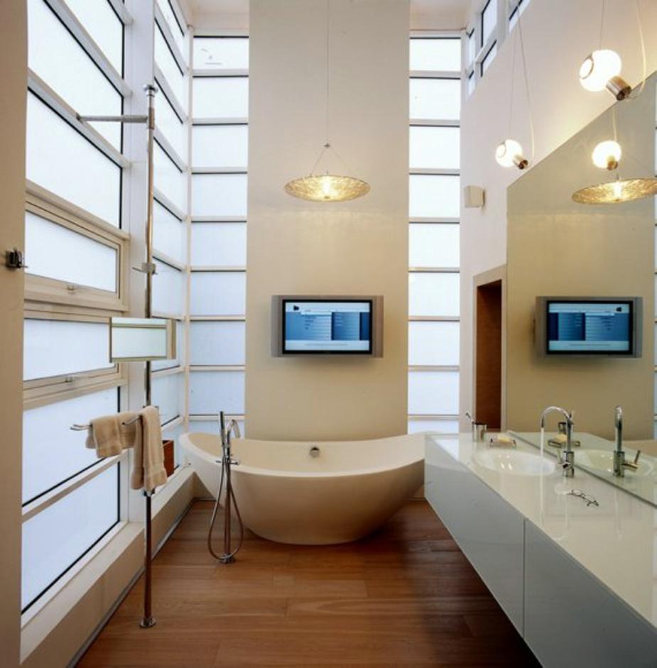Настенный телевизор в интерьере ванной