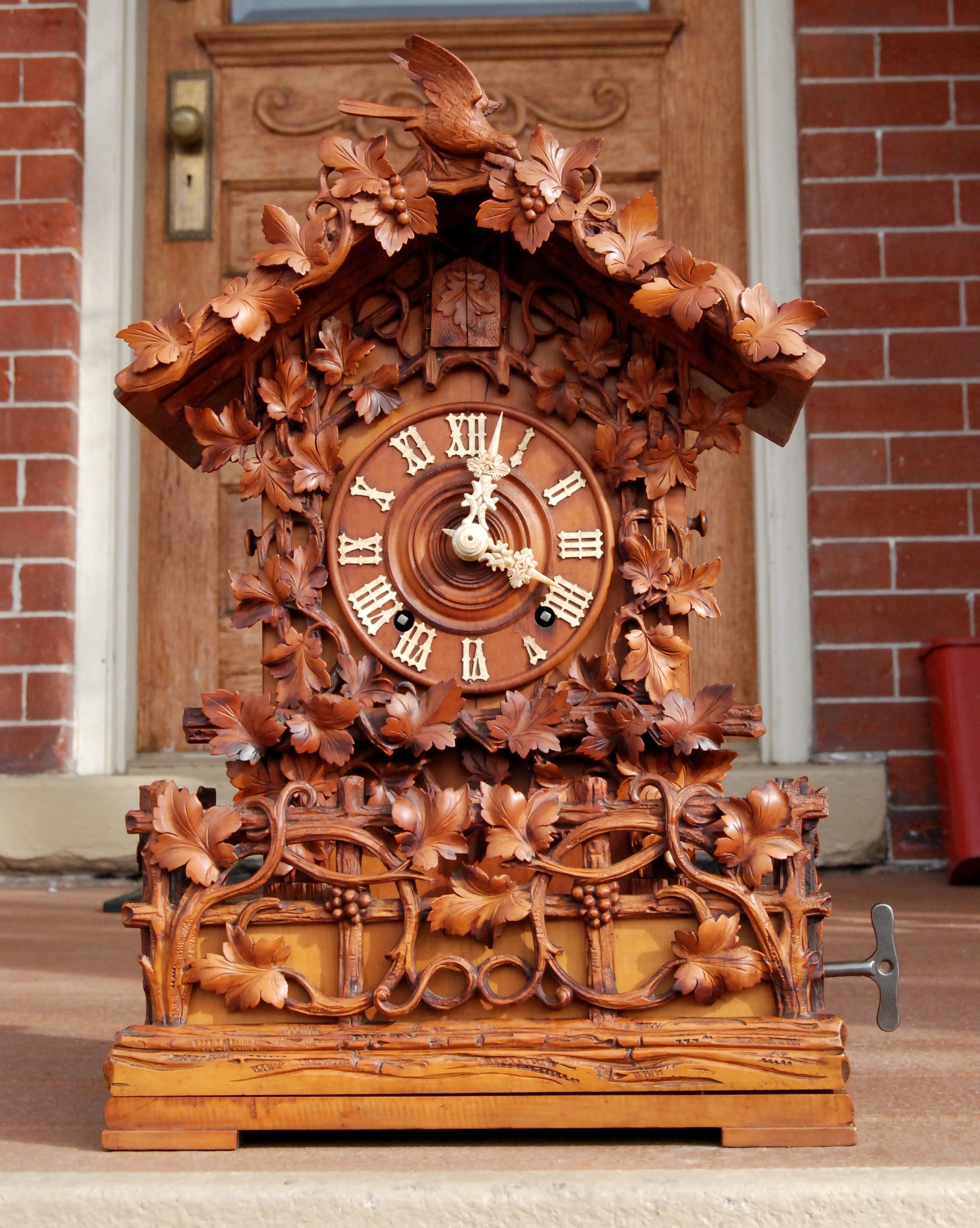 Настольные часы с кукушкой