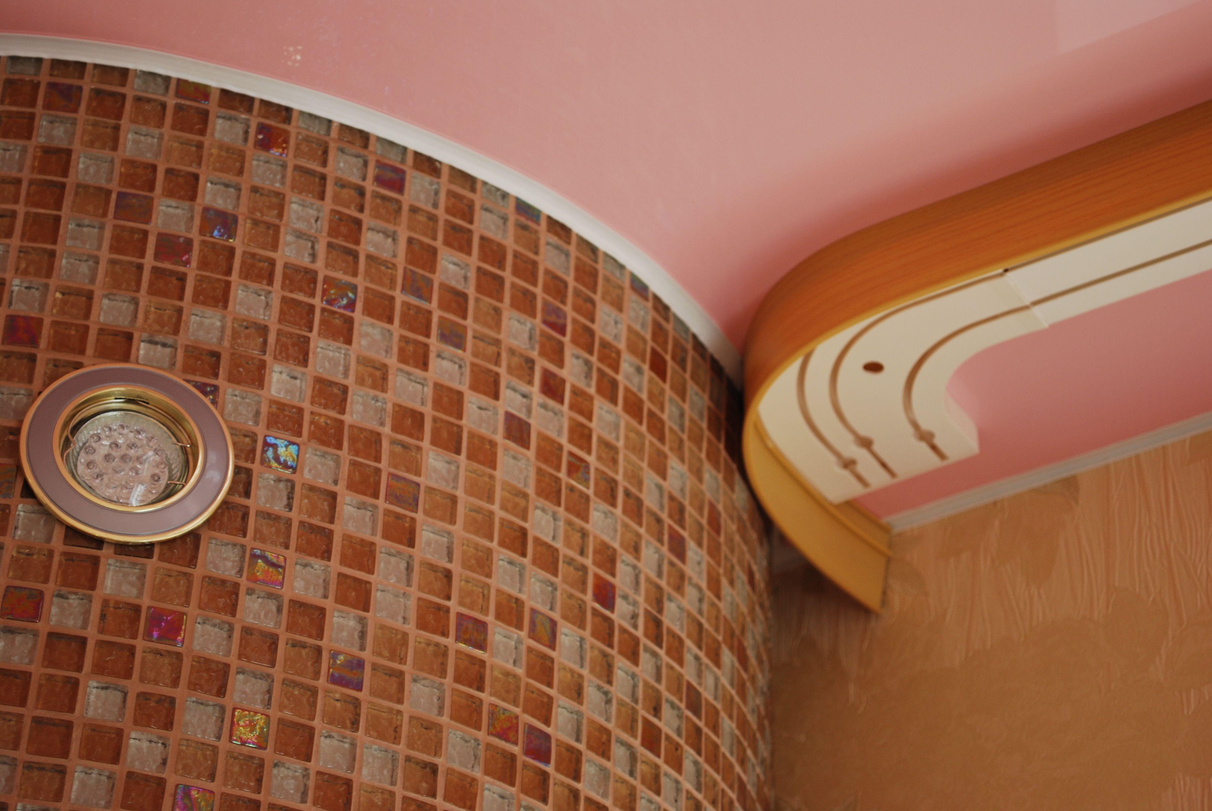 Потолочная шина на натяжном потолке