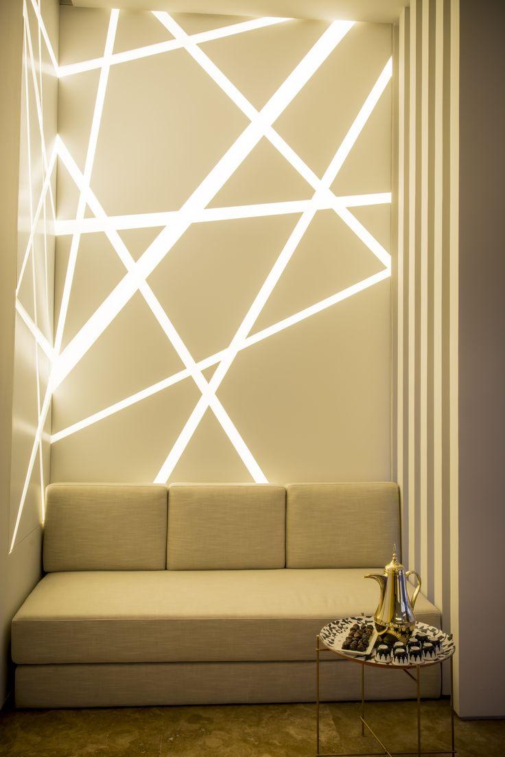 Подсветка стены неоновыми лампами