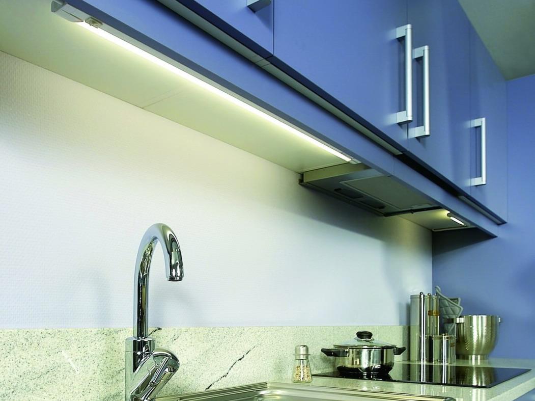 Неоновые мебельные лампы на кухне