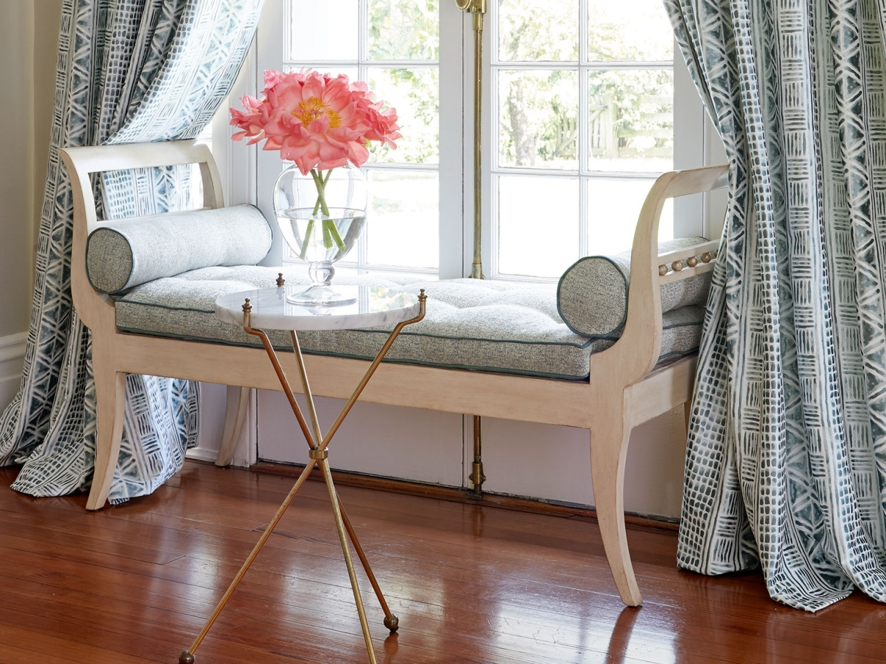 Декоративная обивка мебели