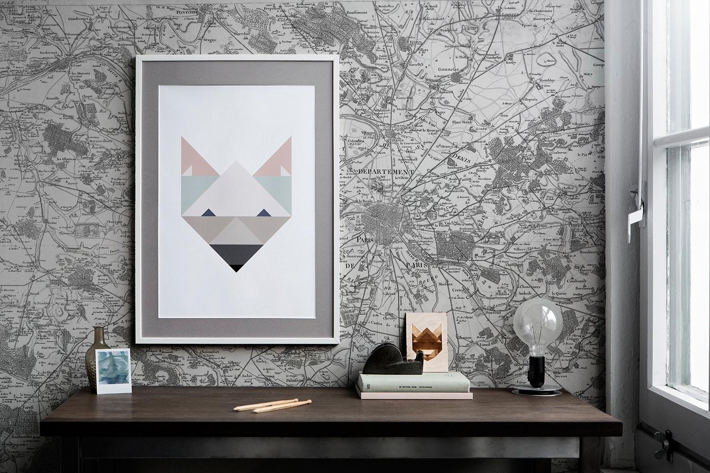 Обои с изображением карты города в гостиной
