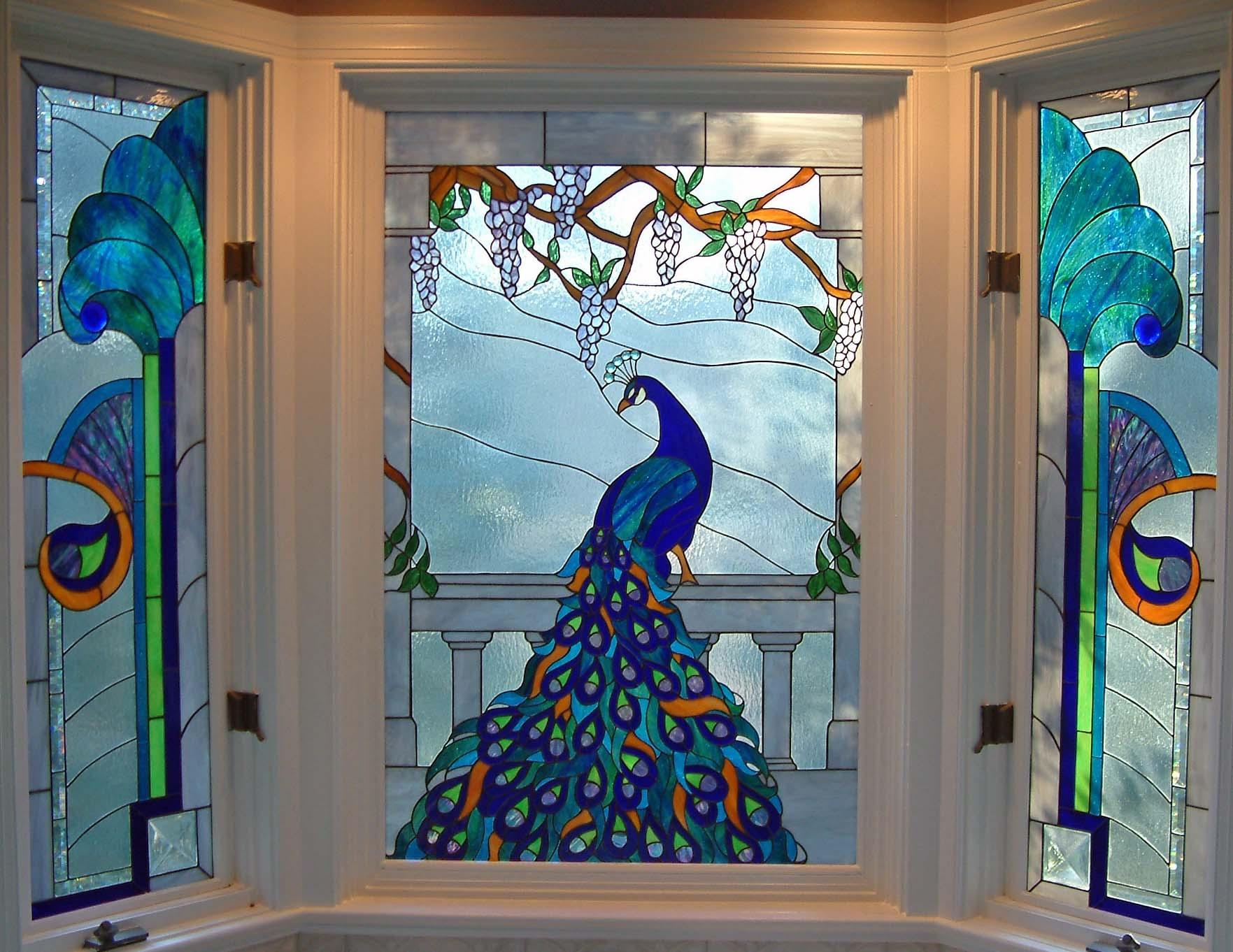 Витражное окно в интерьере