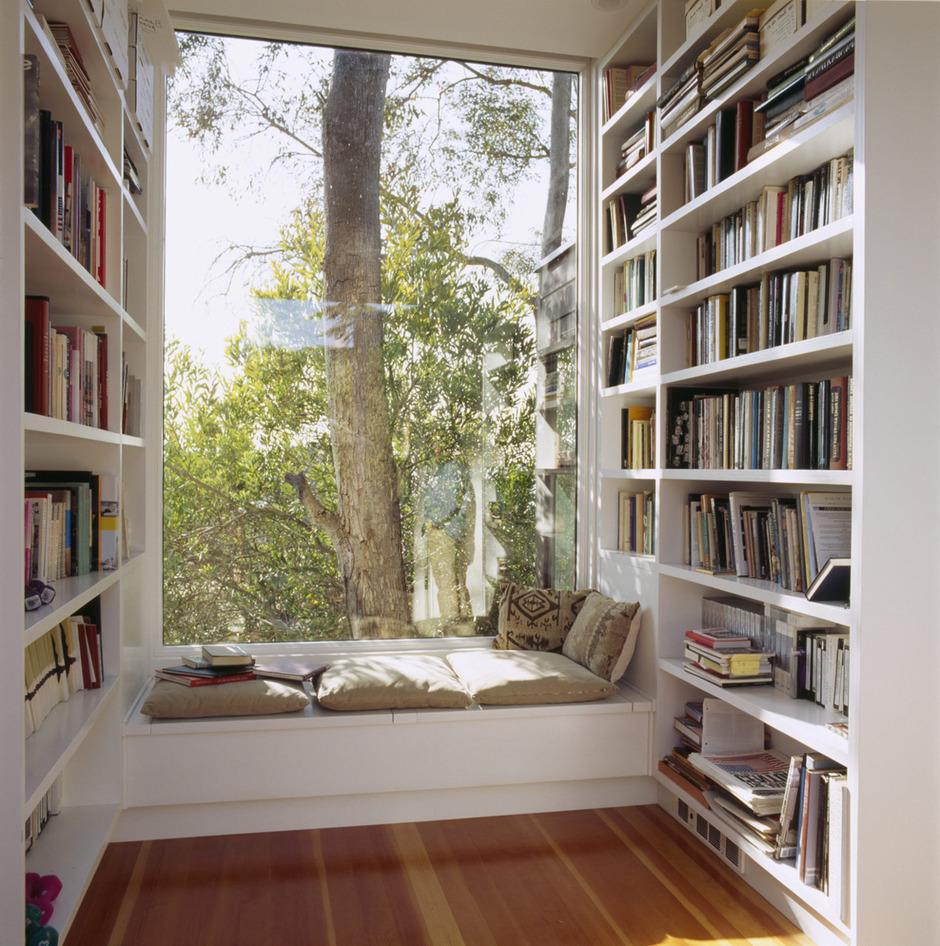 Место для чтения у окна