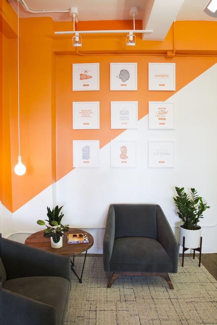 Оранжевый дизайн стены