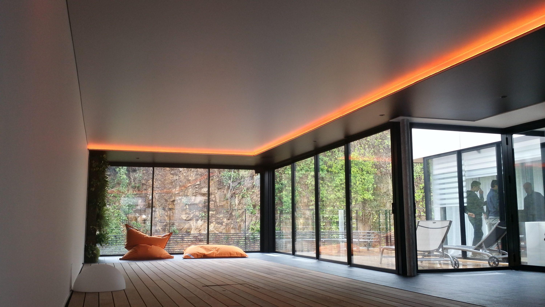 Потолок со светодиодной подсветкой оранжевой