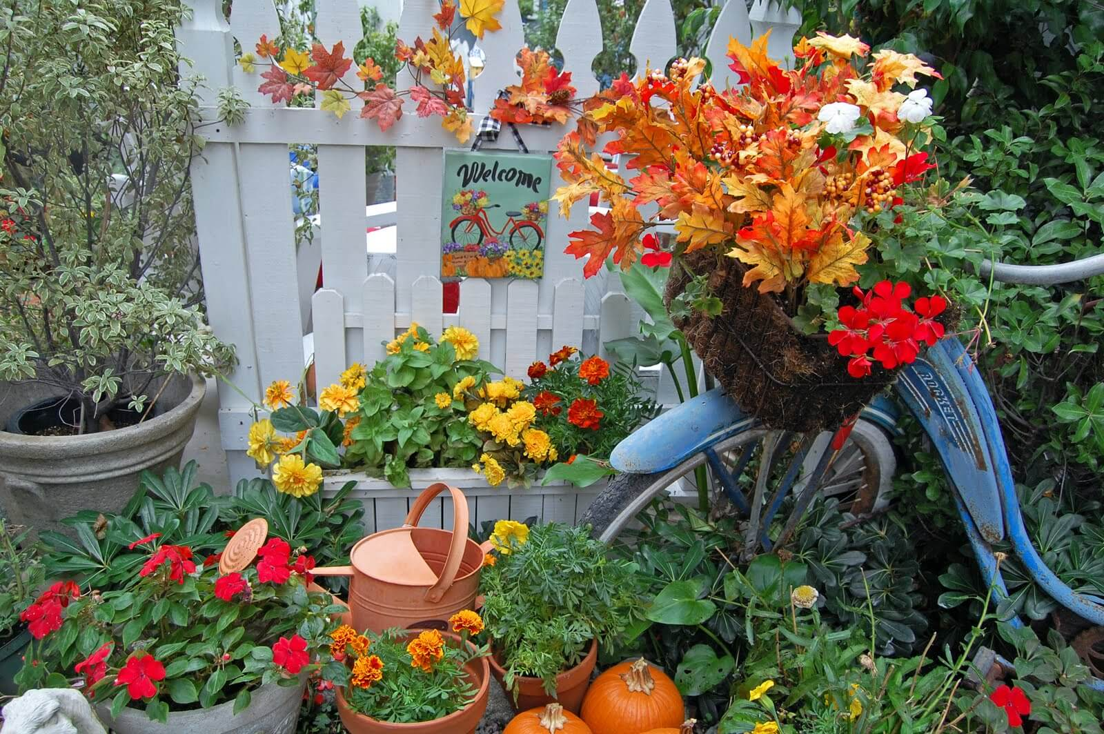 Осенний декор для сада