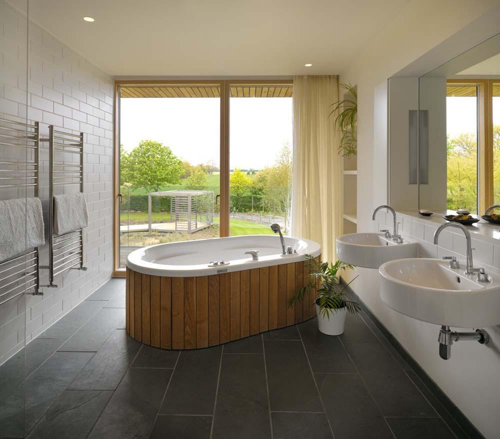Отдельно стоящая ванна в особняке