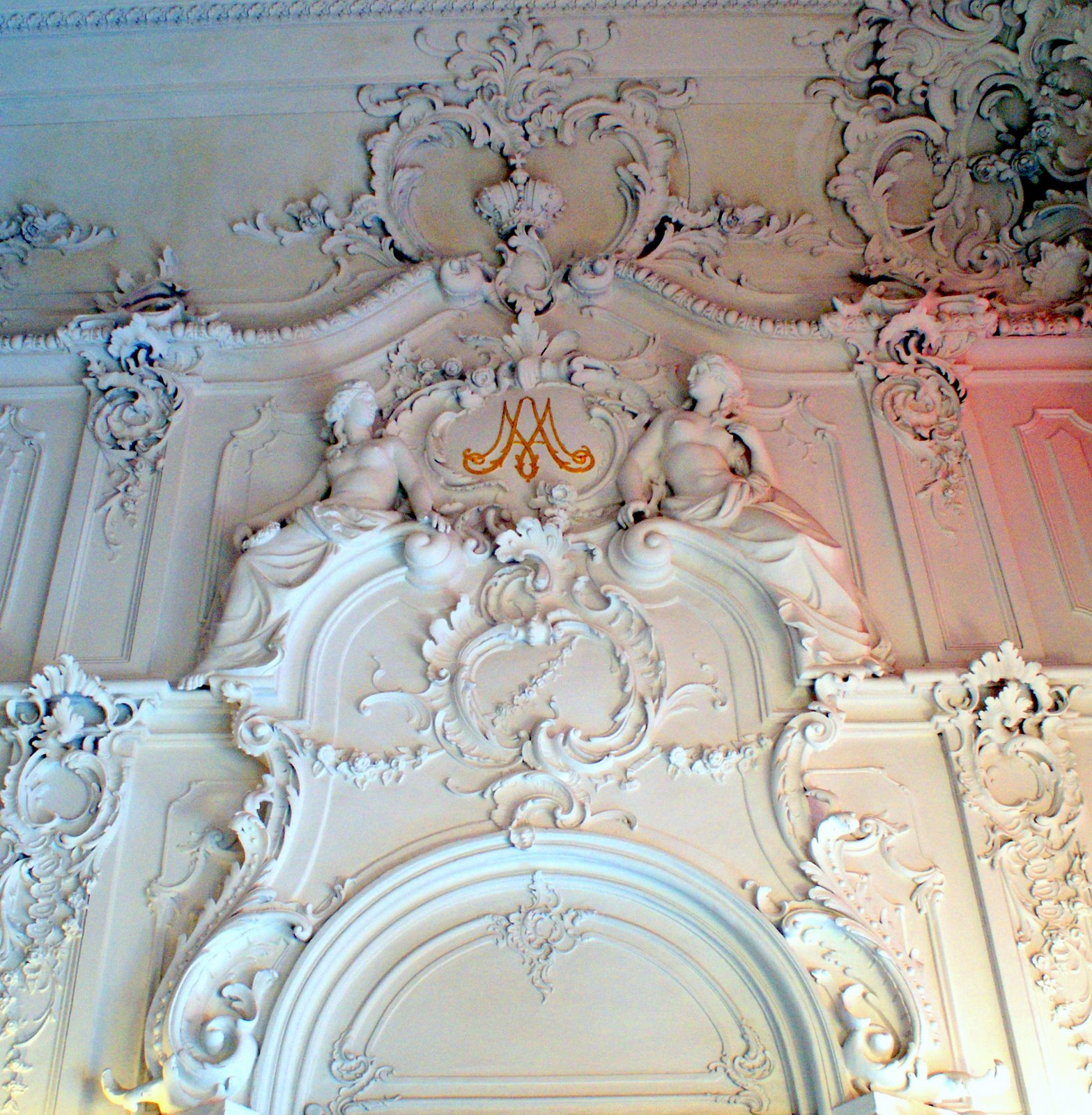 Лепной декор в интерьере особняка