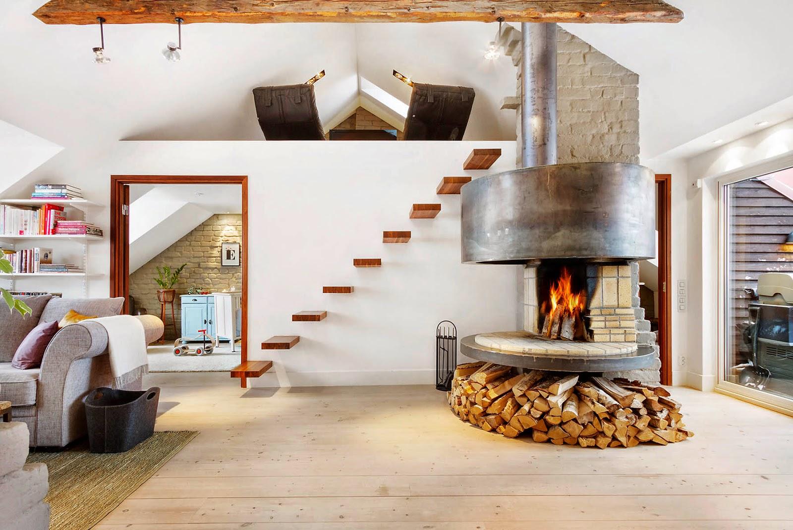 Кухня-гостиная с камином в особняке