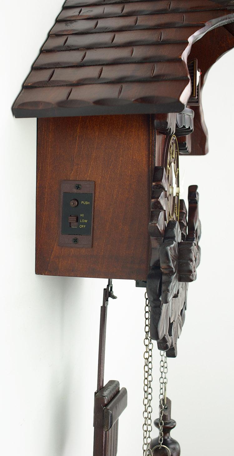 Часы с кукушкой на механическом управлении