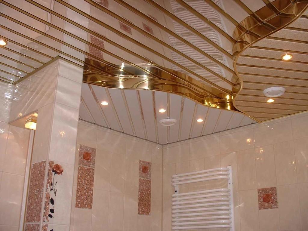 Декор потолка панелями