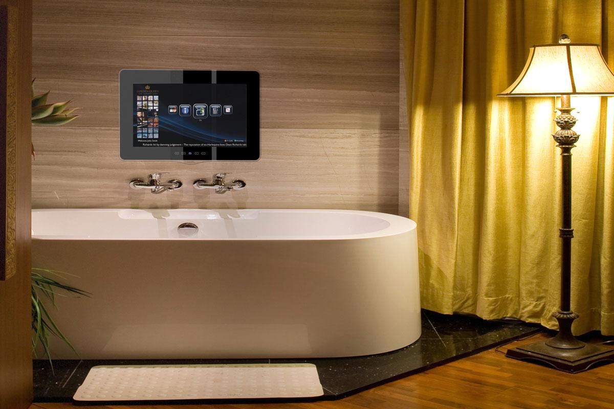 Телевизионная панель в интерьере ванной
