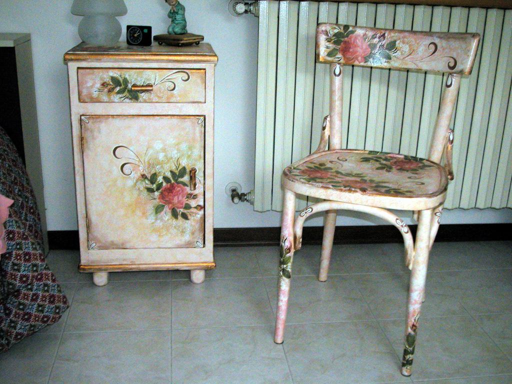 Декор мебели патиной
