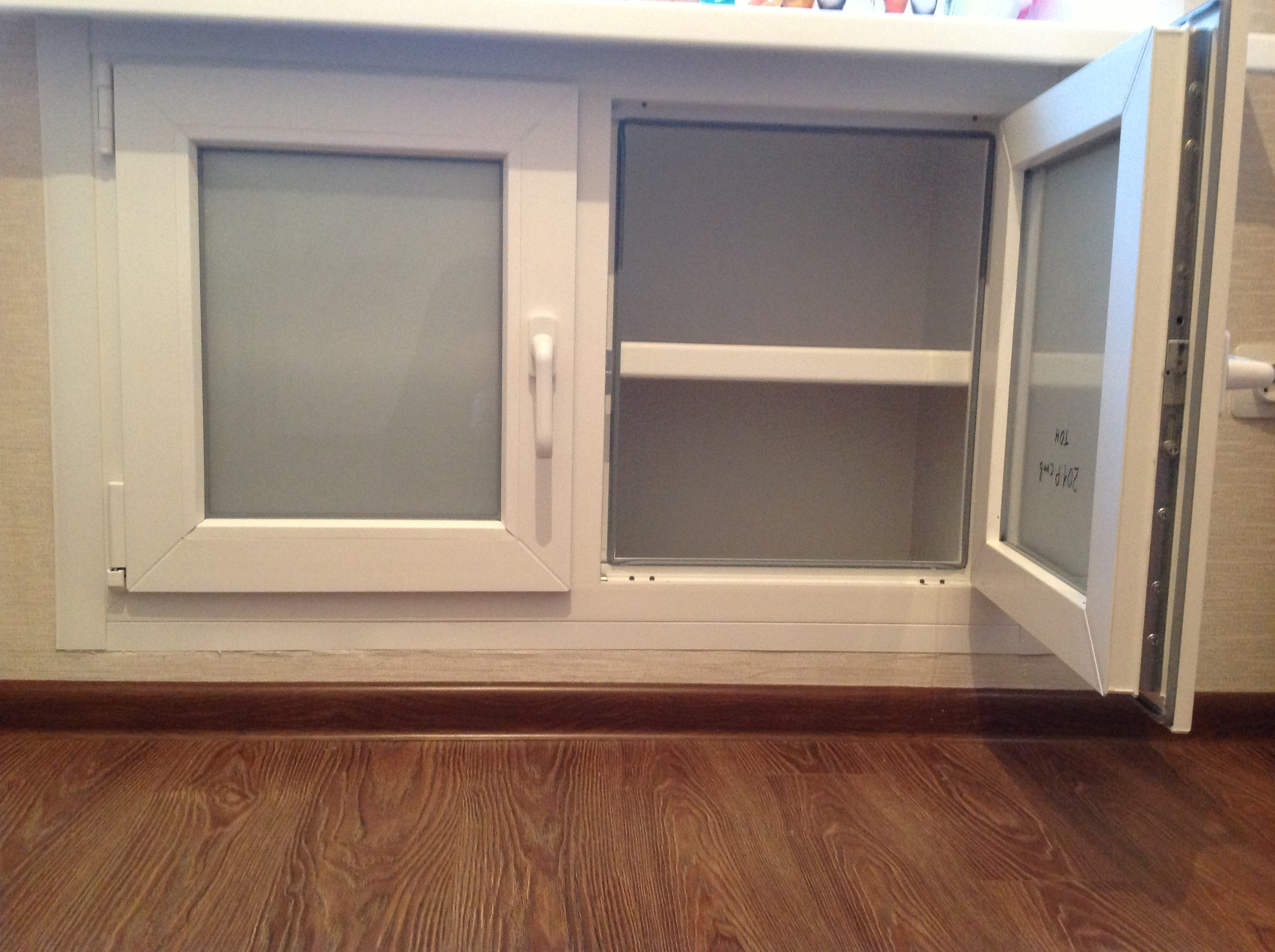 Переделка холодильника под окном