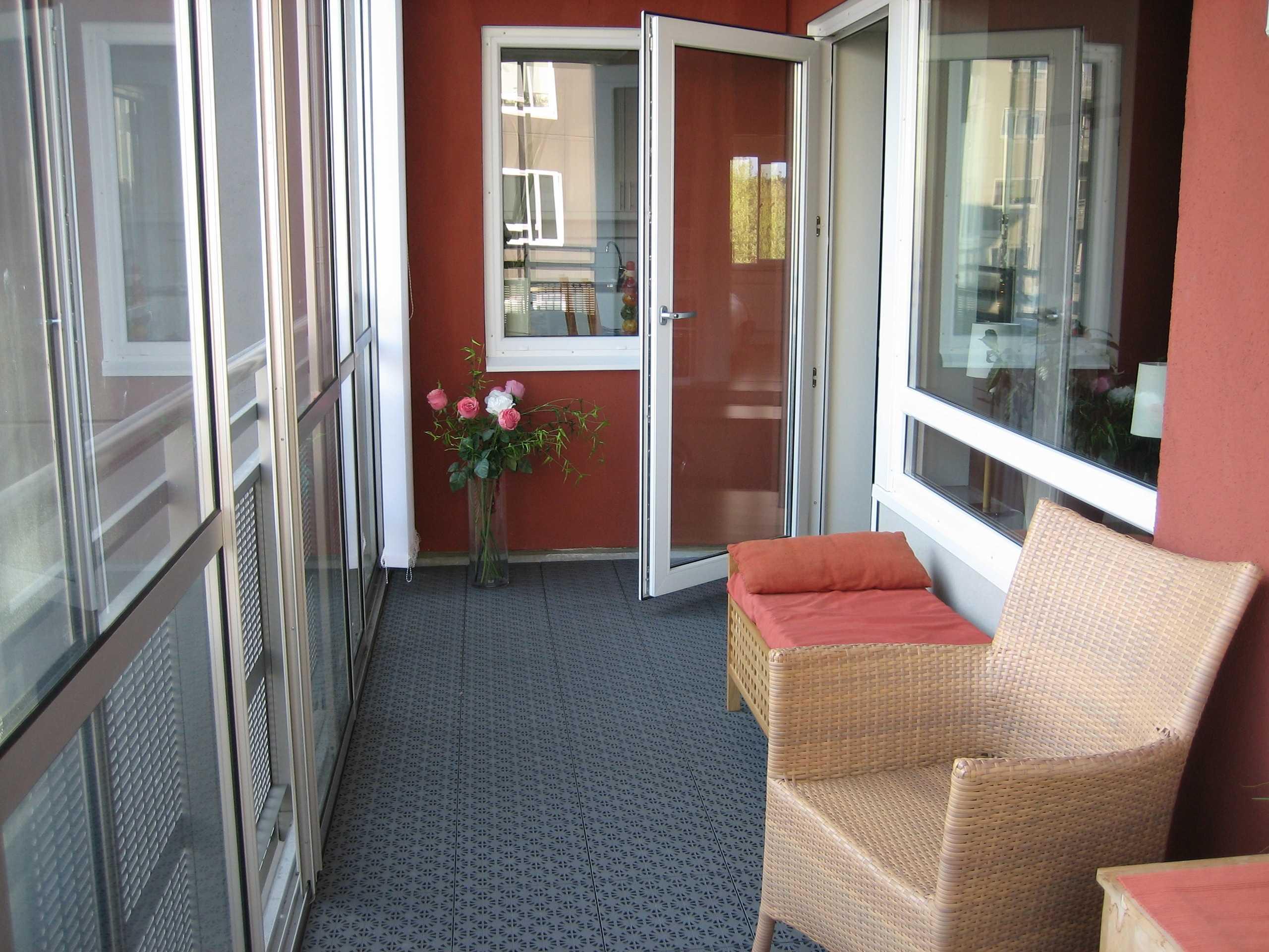 Пластиковая мебель для балкона