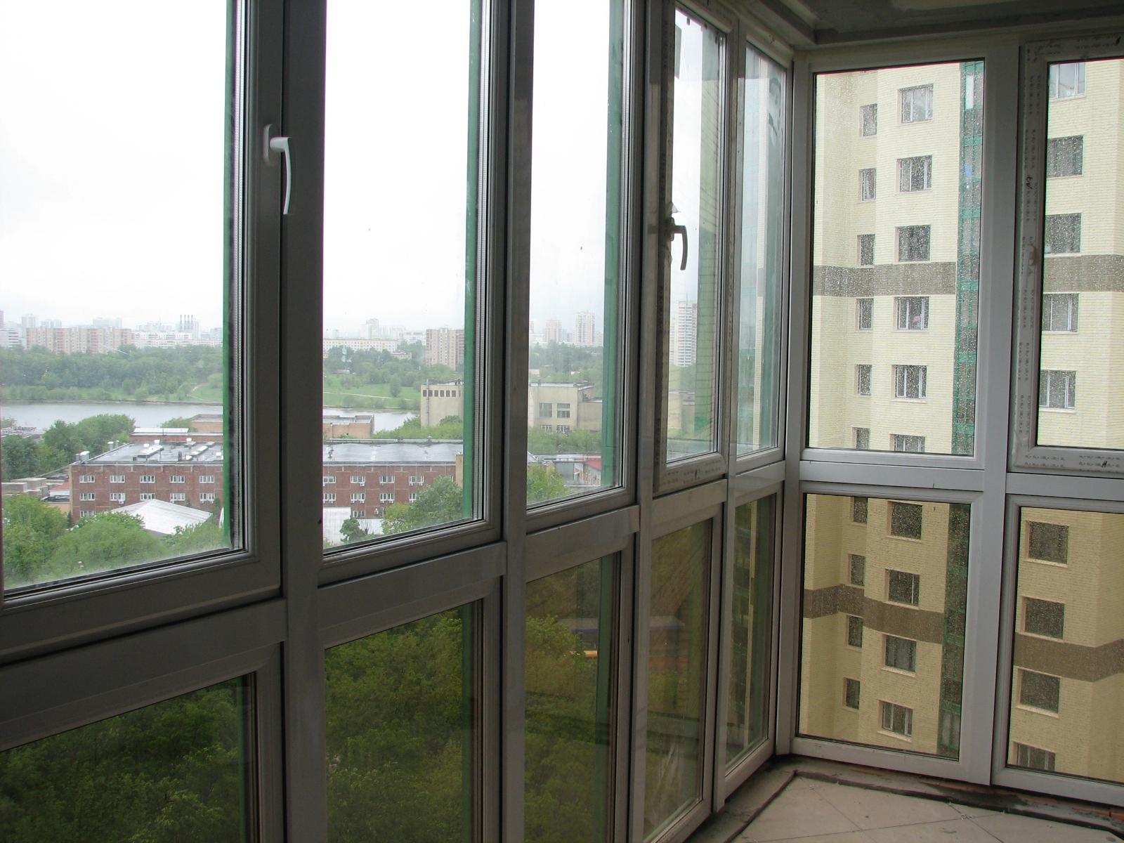 Балкон с панорамными пластиковыми окнами