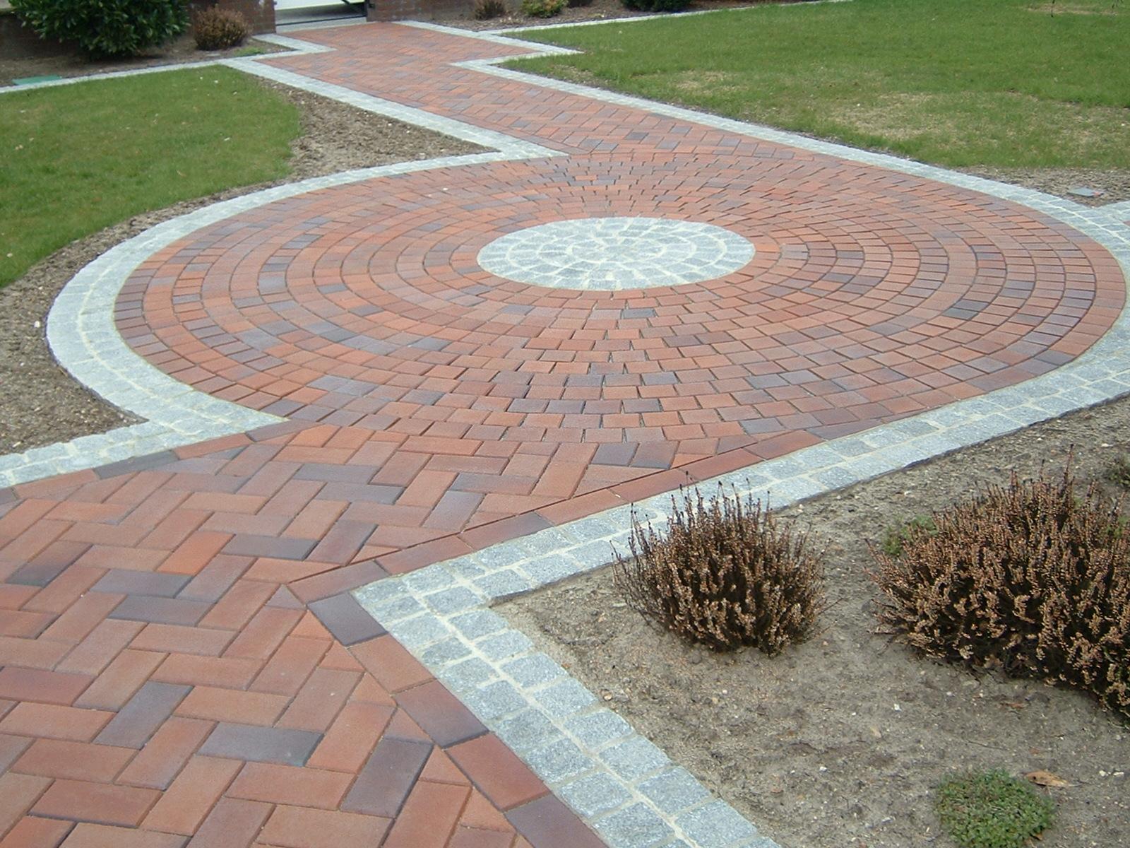 Укладка тротуарной плитки по кругу
