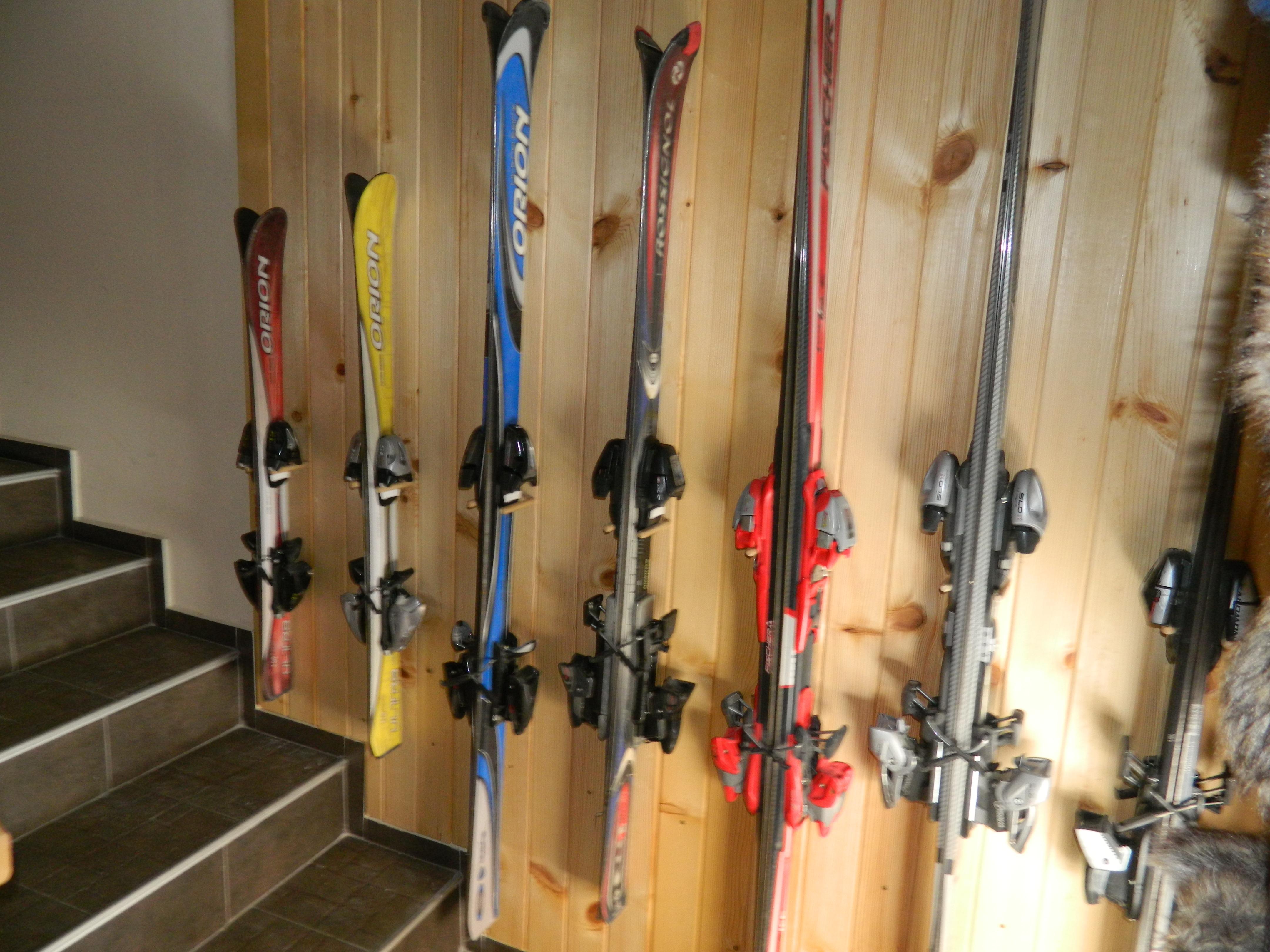Подвесная система хранения лыж