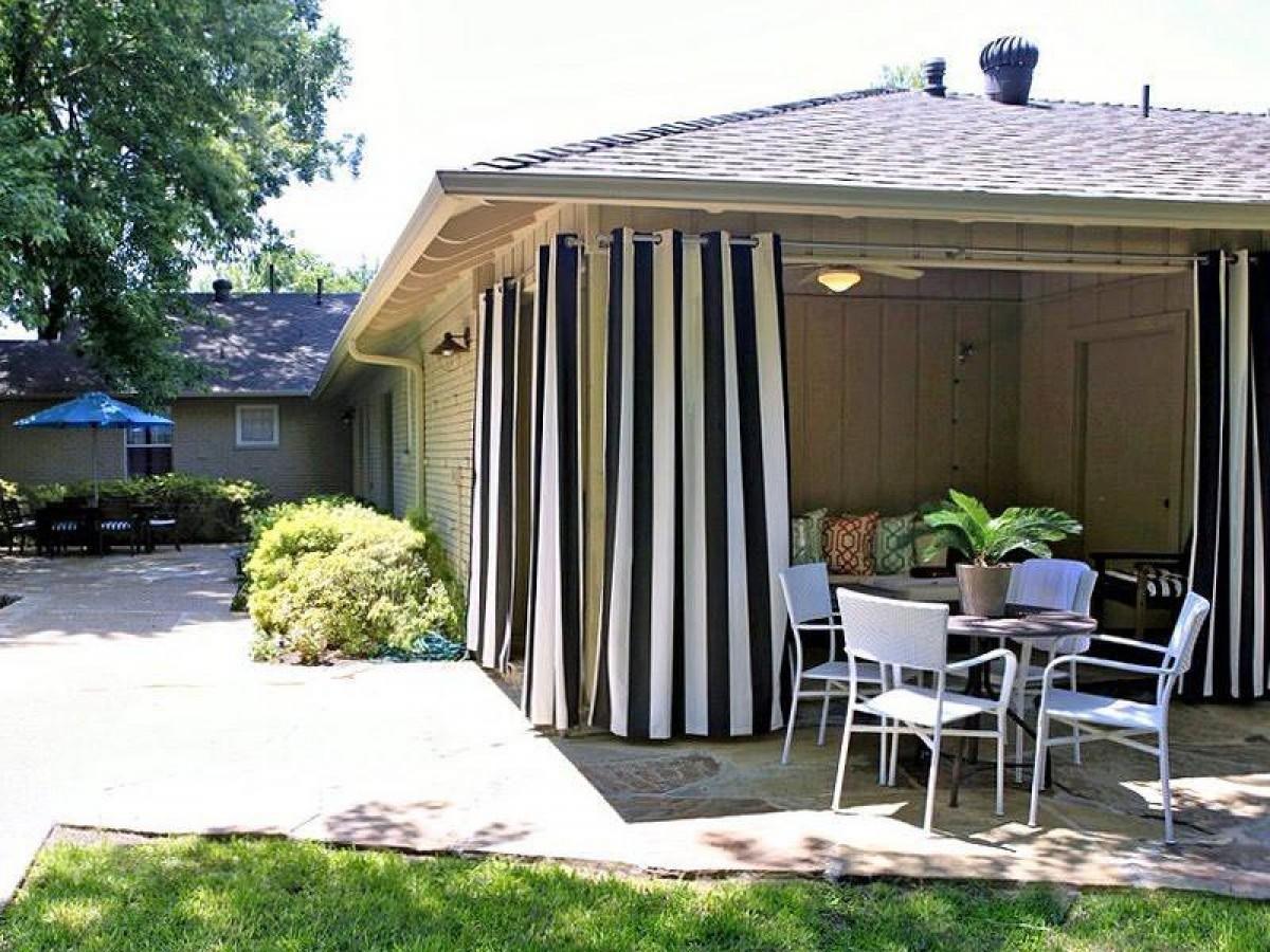 Полосатые шторы для беседки