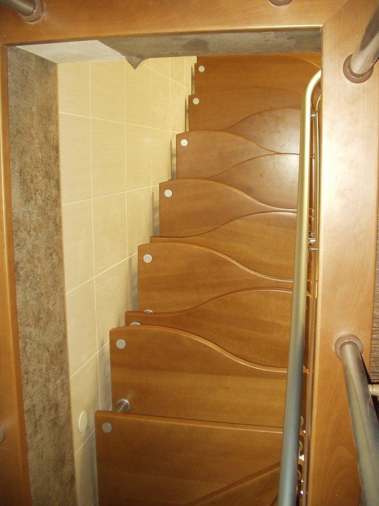 """Лестница """"гусиный шаг"""" с полукруглыми ступенями"""