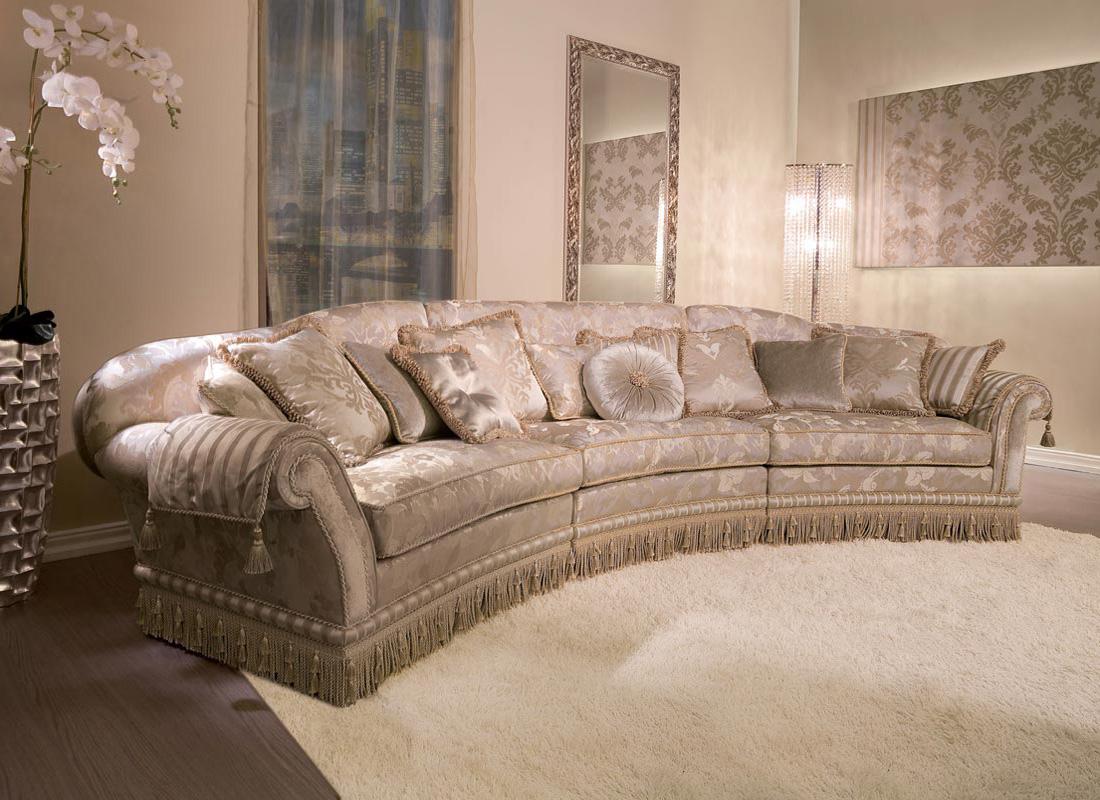 Полукруглый диван в классическом стиле