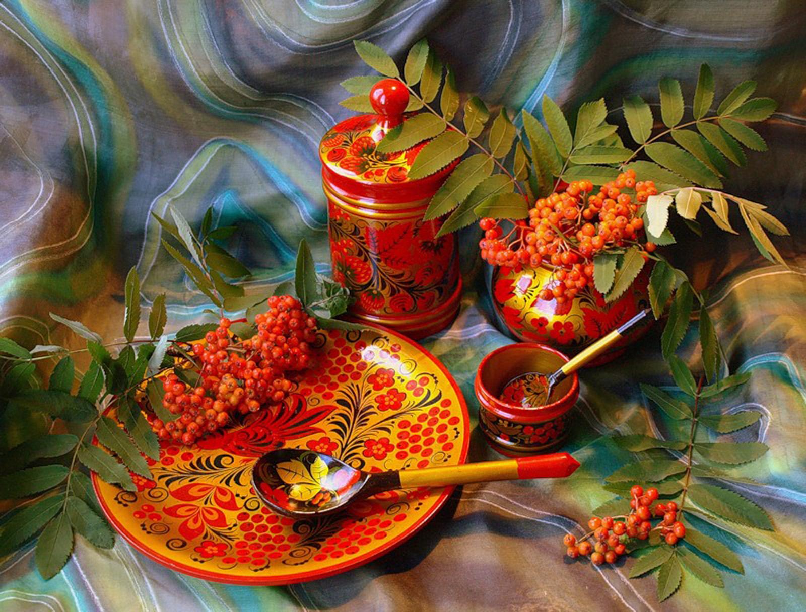 Посуда с хохломской росписью