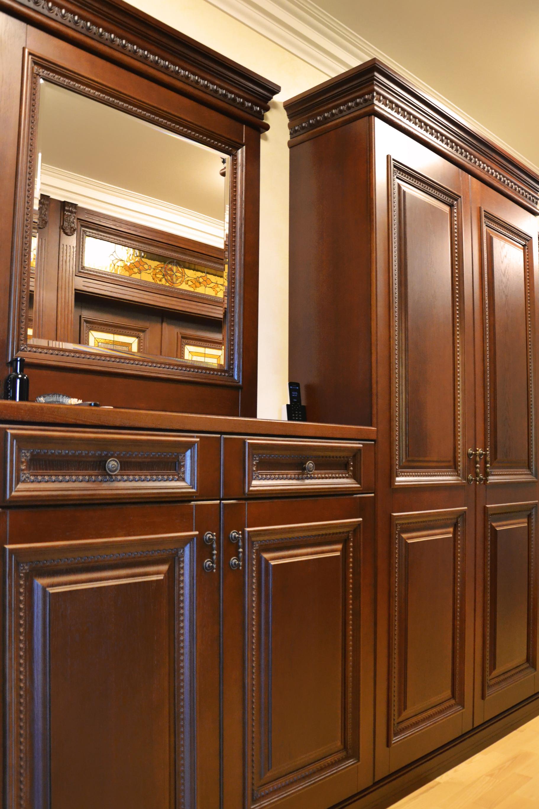 Шкаф из массива для прихожей