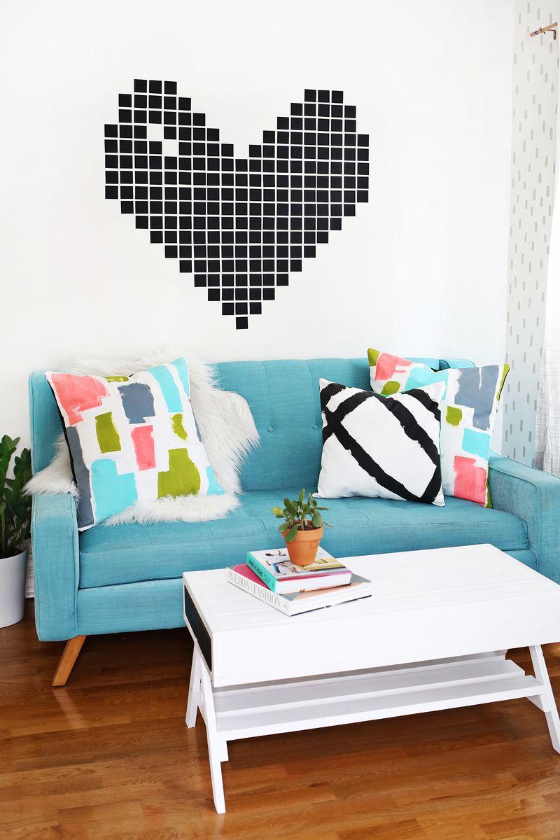 Декоративные подушки с геометричным принтом