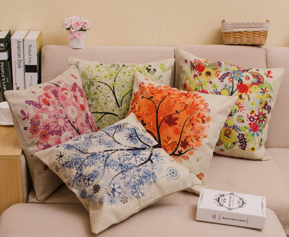Сезонный принт на диванных подушках