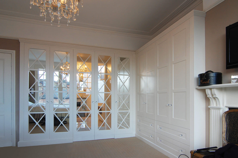 Шкаф с зеркалом в стиле прованс
