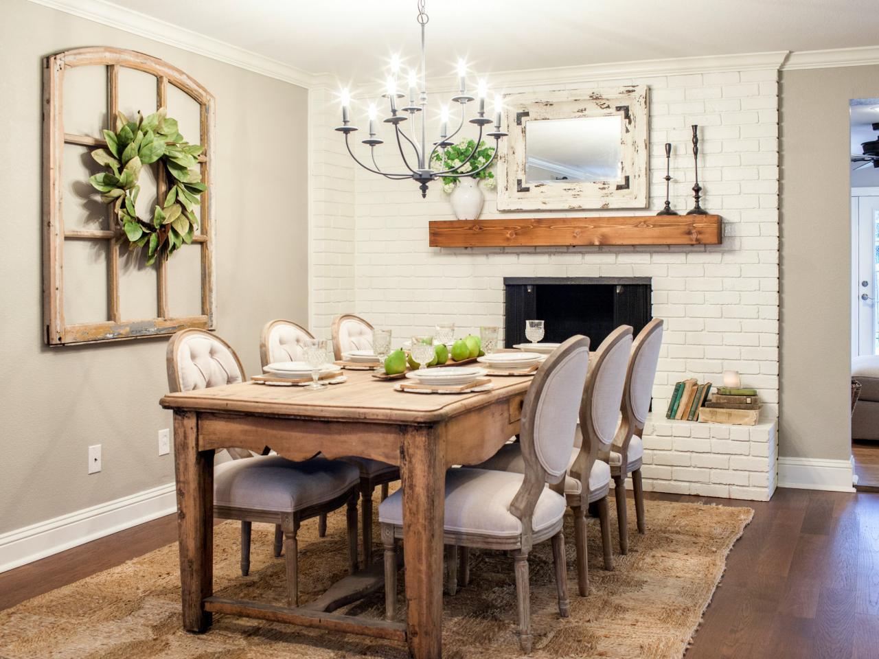 Кухня-гостиная с камином в интерьере прованс