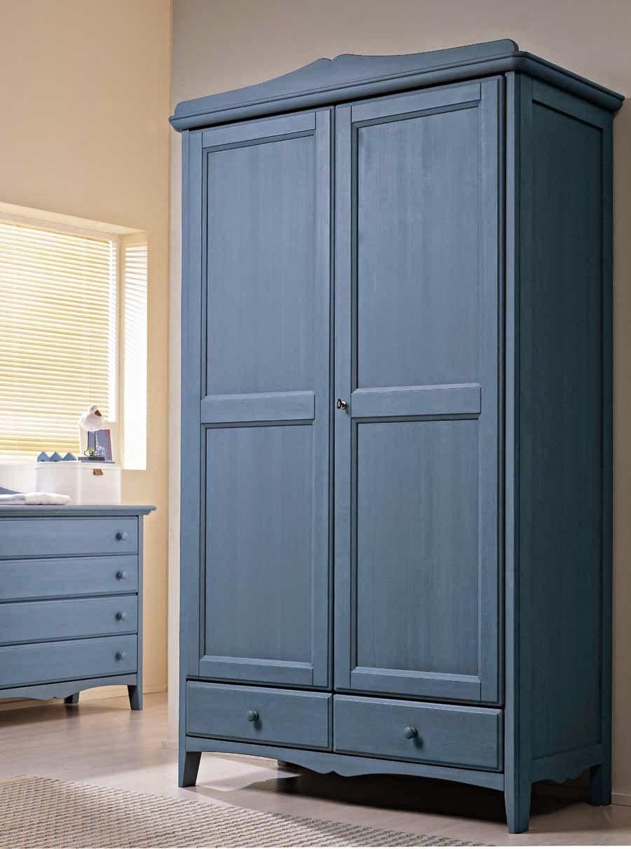 Шкаф из массива в стиле прованс
