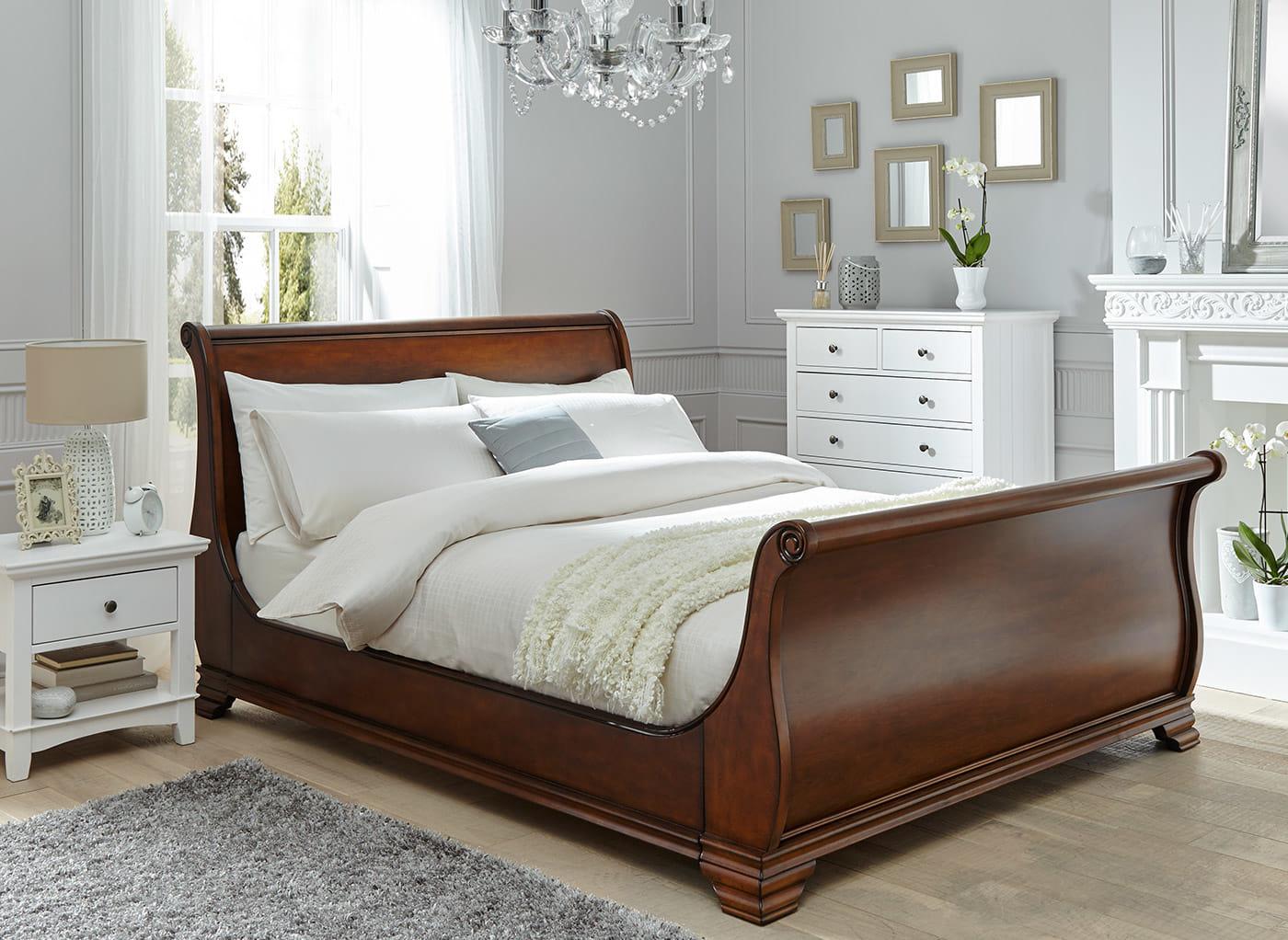 Кровать из массива в стиле прованс